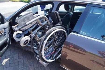Rollstuhl Verladehilfe Mercedes Selbstfahrer