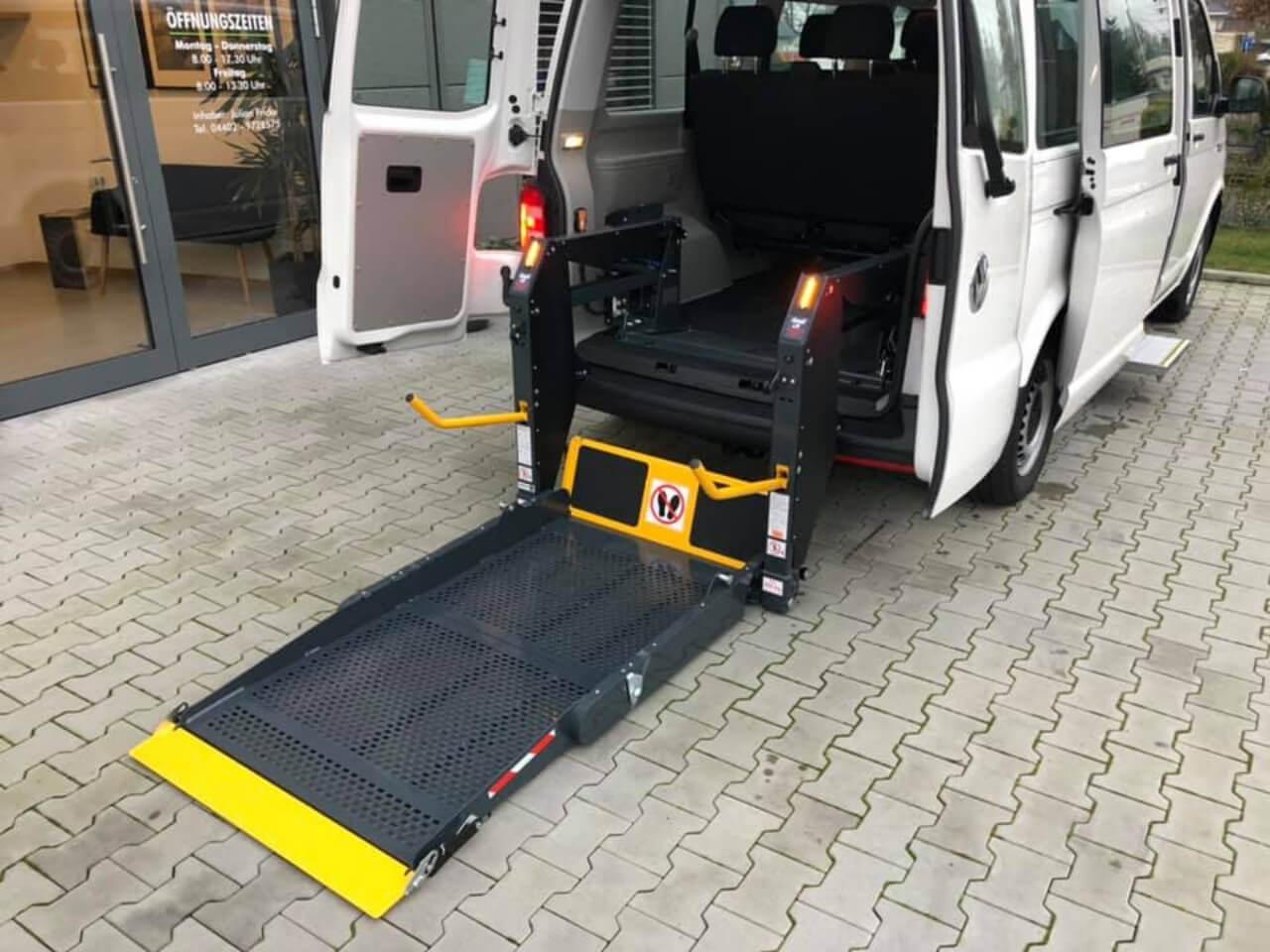 Behindertengerechtes Umbau - VW Bus t6 mit Linearlift für Rollstuhlfahrer - Fricke Behindertengerechte Fahrzeuge (2)