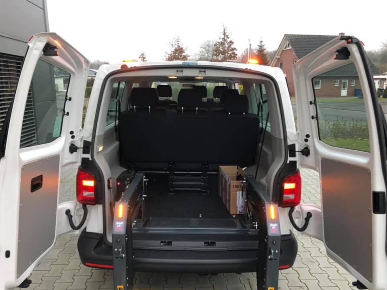 Behindertengerechtes Umbau - VW Bus t6 mit Linearlift für Rollstuhlfahrer - Fricke Behindertengerechte Fahrzeuge (3)
