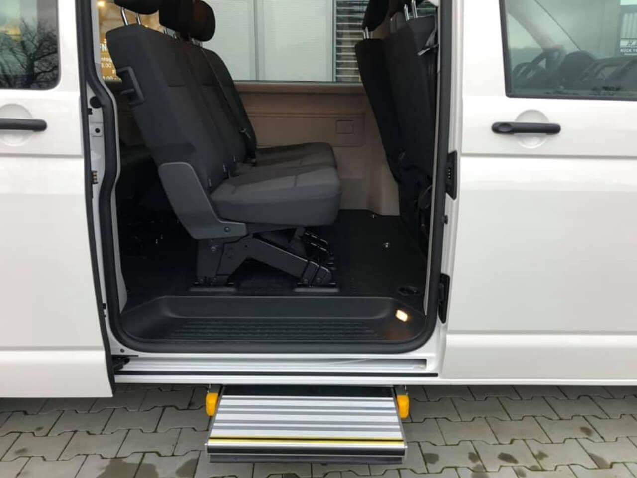Behindertengerechtes Umbau - VW Bus t6 mit Linearlift für Rollstuhlfahrer - Fricke Behindertengerechte Fahrzeuge (4)