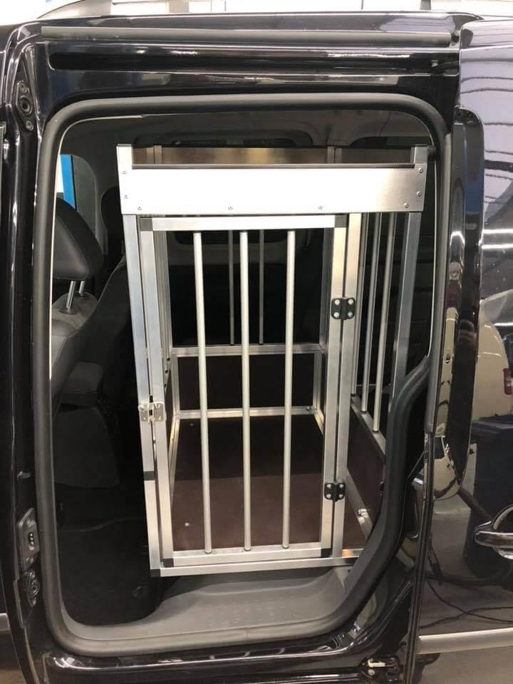 Heckausschnitt Rollstuhl-Rampe für VW Caddy Maxi XXL mit Hundebox - Fricke Behindertenfahrzeuge (2)