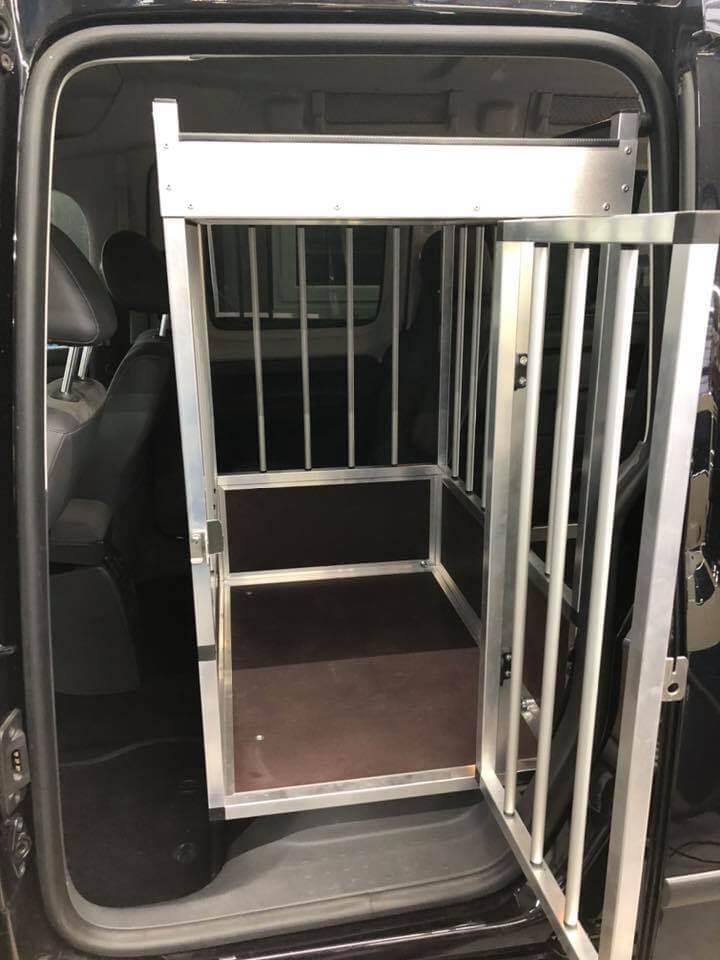 Heckausschnitt Rollstuhl-Rampe für VW Caddy Maxi XXL mit Hundebox - Fricke Behindertenfahrzeuge (3)