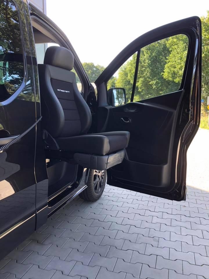 Schwenksitz - Hubsitz im Fiat Talento - behindertengerechter Umbau - Fricke Behindertenfahrzeuge (4)